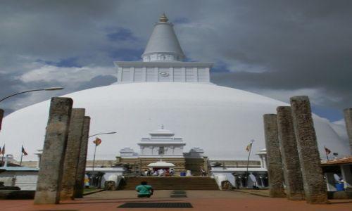 Zdjęcie SRI LANKA / Anuradhapura / Anuradhapura / w kompleksie świątyń..