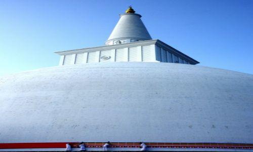 Zdjecie SRI LANKA / anuradhapura / stupa / praca wokol stupy