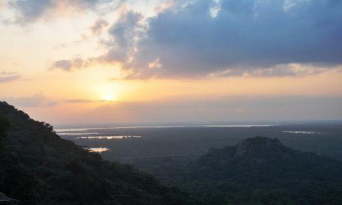 Zdjecie SRI LANKA / W pobliżu Anuradhapury / Mihintale / Niezapomniany widok ze światyni