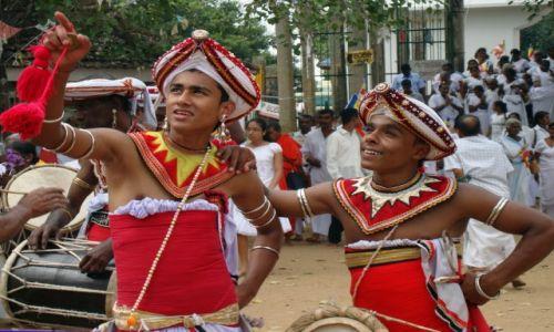 Zdjęcie SRI LANKA / Anuradhapura / Mahavihara / Pielgrzymi.