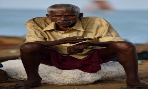 Zdjecie SRI LANKA / HAMBANTOTA / TANGALLE / Lankijscy rybacy - odpoczynek po pracy