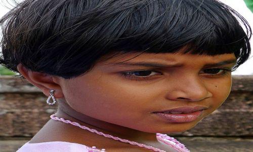 Zdjecie SRI LANKA / Anuradhapura / Anuradhapura / Portret dziewczynki