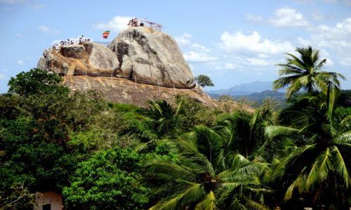 Zdjęcie SRI LANKA / Sri Lanka centralna / Mihintale-Arandhana Gala / Uświęcona skała