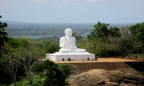 Zdjęcie SRI LANKA / Sri Lanka centralna / Mihintale / W bieli