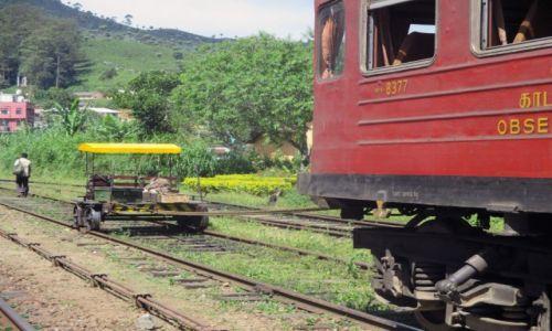 Zdjęcie SRI LANKA / Haputale / Stacja kolejowa / Na smyczy