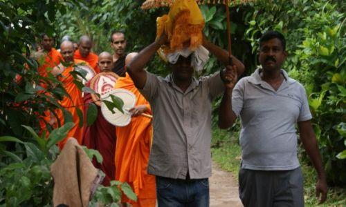 Zdjecie SRI LANKA / - / Bentota  / Buddyjska Procesja