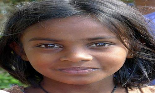 SRI LANKA / Prowincja Centralna / Okolice Nuwara Eliya / Młoda Lankijka
