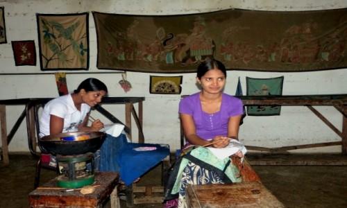 Zdjęcie SRI LANKA / Prowincja Centralna / Dambulla; okolice / Przy pracy