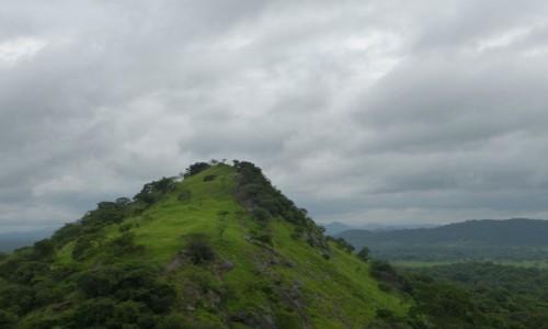 Zdjęcie SRI LANKA / Prowincja Centralna / Dambulla / Widok z klasztornego dziedzińca