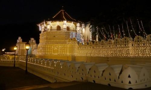 Zdjecie SRI LANKA / - / Kandy / Świątynia Zęba nocą
