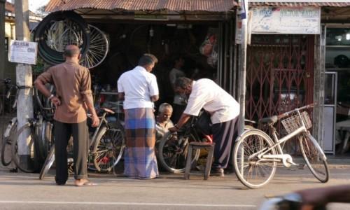 Zdjecie SRI LANKA / - / Jaffna / Rowerowy- naprawy...