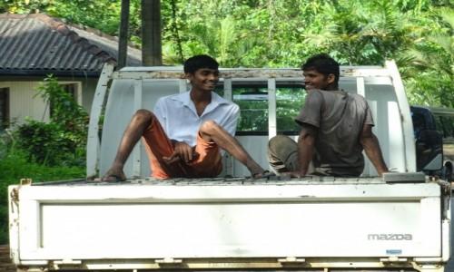 Zdjecie SRI LANKA / Central Province / Matale / Wesoły transport