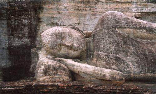 SRI LANKA / brak / Polonnaruwa / Leżący BUDDA