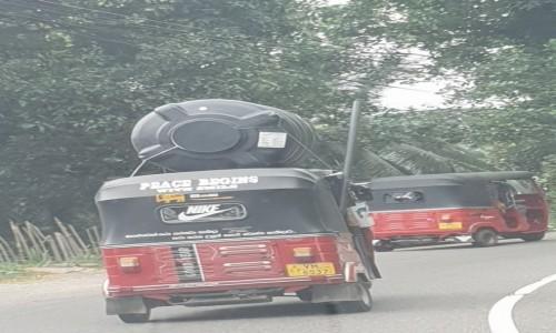 Zdjecie SRI LANKA / centrum wyspy / Sri Lanka / Transport towarów TUK TUK