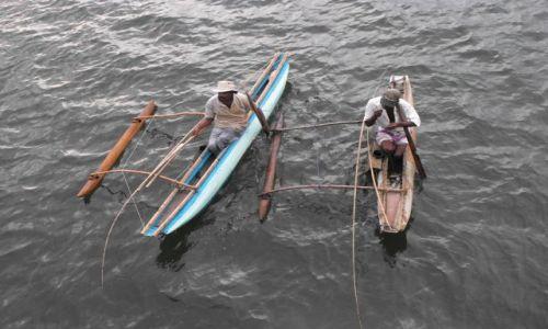 Zdjęcie SRI LANKA / Bentota / rzeka Bentota / rybacy na swoich kanoe