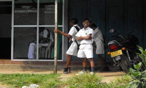 Zdjecie SRI LANKA / Matugama / środkowa Sri Lanka / uczniowie z Matugamy
