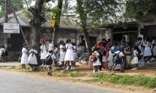 Zdjecie SRI LANKA / Balapitya / środkowa Sri Lanka / przystanek