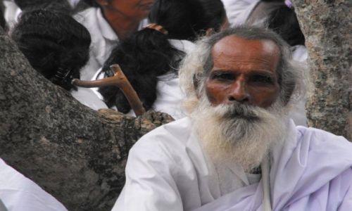 Zdjęcie SRI LANKA / Kalutara / świątynia / twarz pielgrzyma