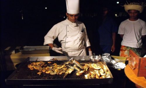 Zdjecie SRI LANKA / Beruwela / nad morzem / chłopaki szykują kolację...