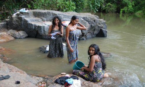 Zdjęcie SRI LANKA / Anuradphapura / Anuradhapura / Trzy gracje