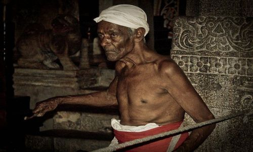 Zdjecie SRI LANKA / Kandy / Świątynia Zęba / w świątyni