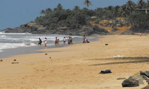 Zdjęcie SRI LANKA / Hikkaduwa / wiejska plaża / codzienne rozrywki