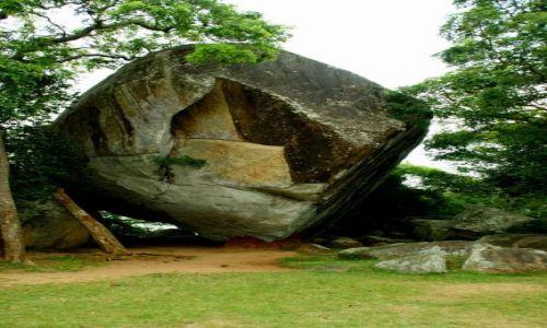 Zdjęcie SRI LANKA / Anuradhaoura / Anuradhaoura / Skała