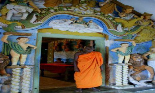 Zdjęcie SRI LANKA / Anuradhaoura / Anuradhaoura / U  bram
