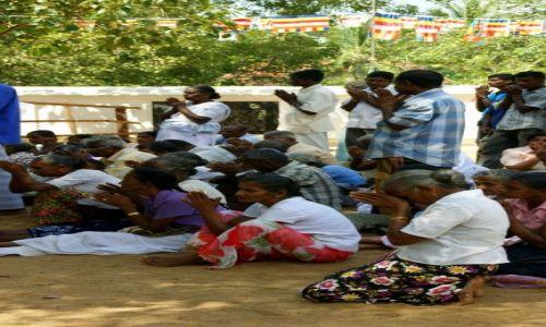 Zdjęcie SRI LANKA / Anuradapura / Anuradapura / Modlitwa
