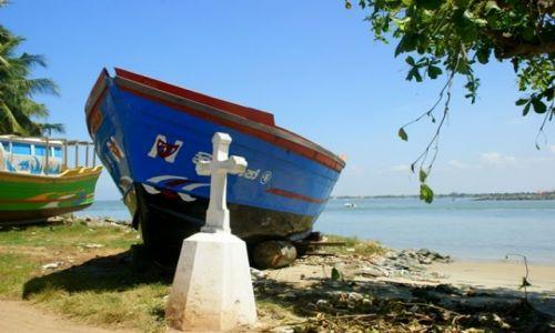 Zdjęcie SRI LANKA / Nagmbo / Nagmbo / Pod krzyżem