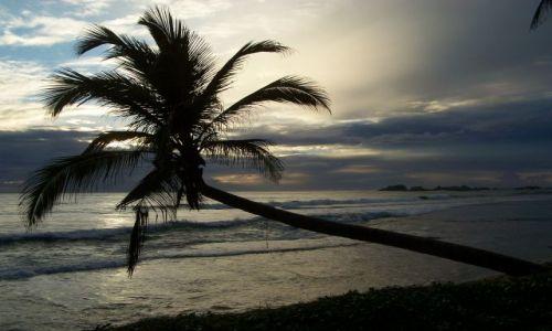 Zdjecie SRI LANKA / pd. wybrzeże / Hikkaduwa / pokłon dla oceanu