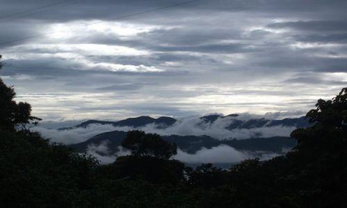 SRI LANKA / Adam's Peak (Sri Pada) / Adam's Peak (Sri Pada) / ... spoglądając za siebie ...
