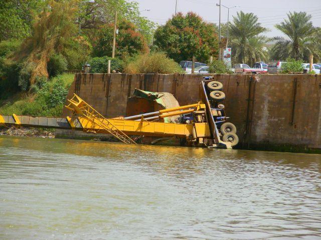 Zdjęcia: Chartum, Chartum, Nie  udzwignoł  i  wpadł, SUDAN