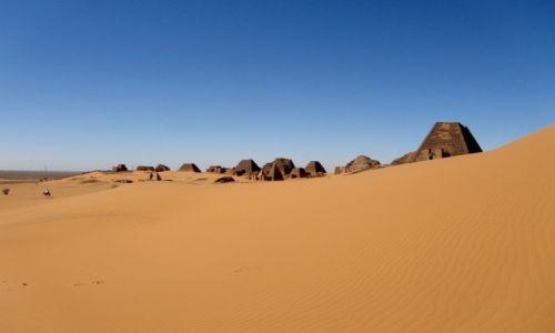 Zdjęcie SUDAN / AFRYKA / MEROE / SUDAN - KROLEWSKA NEKROPOLIA W MEROE