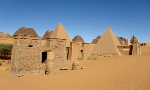 Zdjęcie SUDAN / AFRYKA / MEROE / MEROE - KROLEWSKA NEKROPOLIA W DZISIEJSZYM SUDANIE