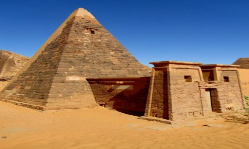 Zdjęcie SUDAN / AFRYKA / MEROE / MEROE - KROLEWSKA NEKROPOLIA W SUDANIE