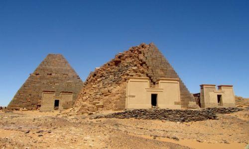 Zdjecie SUDAN / AFRYKA / MEROE / MEROE - KROLEWSKA NEKROPOLIA W SUDANIE
