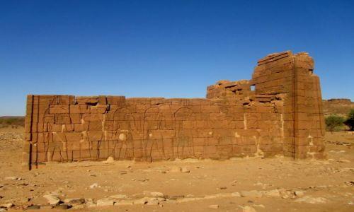 Zdjęcie SUDAN / AFRYKA / OKOLICE MEROE NA PUSTYNI / OKOLICE MEROE W SUDANIE