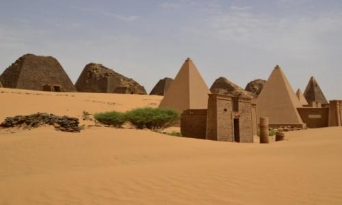 SUDAN / Meroe / Meroe / Meroe Piramidy