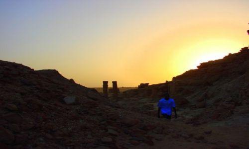 SUDAN / Karima / Karima / Ruiny  wieczorem