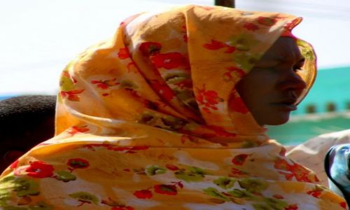 Zdjęcie SUDAN / Dongala / Dongala / Kolorowo  na  głowie