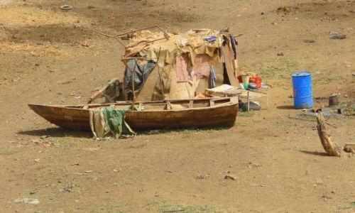 Zdjęcie SUDAN / Hartum / Hartum / Czeka  na  wodę
