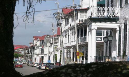 SURINAM / Paramaribo / Nad Surinamee / Promenada