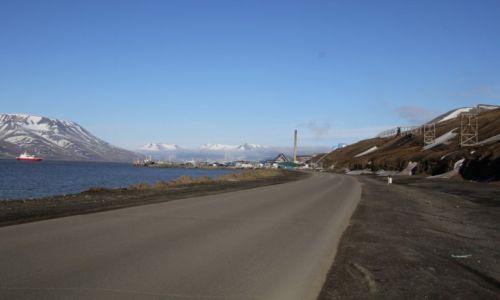 Zdjecie SVALBARD / Spitsbergen / Longyearbyen / Longyearbyen widok od strony lotniska