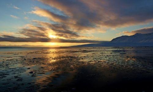 Zdjęcie SVALBARD / Svalbard  / Longyearbyen / Wschód słońca na Arktyce