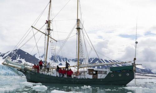 SVALBARD / Svalbard / Lodowiec Lilliehookbreen / Down North w lodach Svalbardu