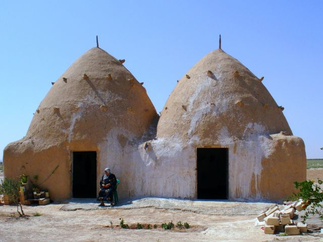 Zdjęcia: okolice Qasr ibn Wardan, Domki ule, SYRIA