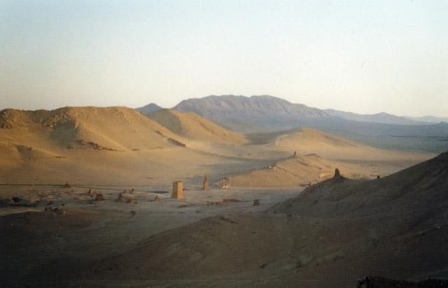 Zdj�cia: Palmyra, Pustynia - widok z zamku Qalaat Ibn Maan, SYRIA