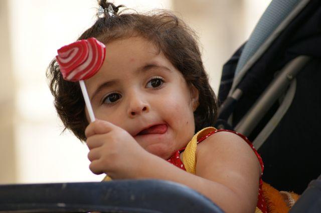 Zdjęcia: Damaszek, dziewczynka z lizakiem, SYRIA