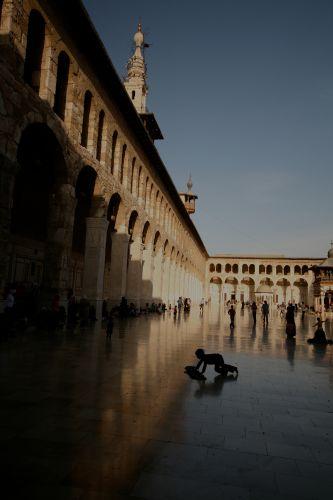 Zdjęcia: damaszek, damaszek, froterowanie w meczecie, SYRIA
